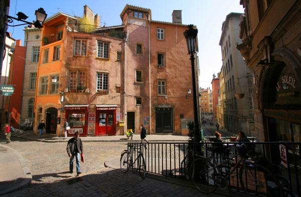 La Place de la Trinité dans le Vieux-Lyon